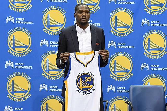 Former MVP Kevin Durant Signs with Warriors