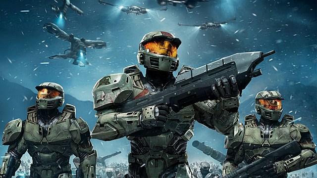 Microsoft ingresa al mercado con su exitosa Xbox y el sistema de ciencia ficción en primera persona, Halo: combat Envolved