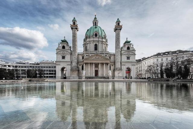 Baubeginn Wiener Karlskirche