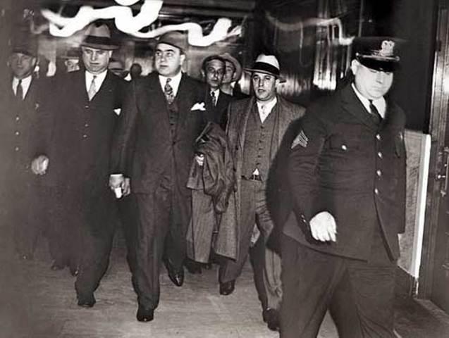Chicago (and big city) Gang warfare 1920s