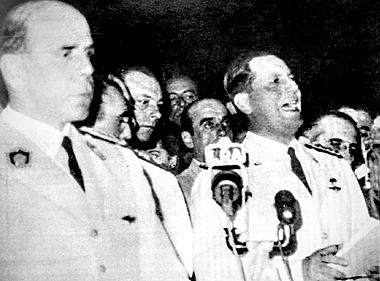 Perón renuncia a sus cargos