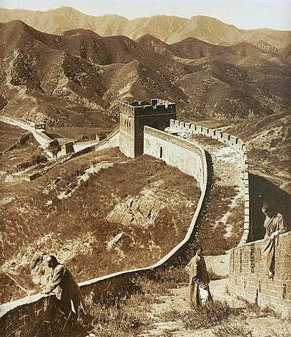 Empiezan con la creacion de La Gran Muralla China