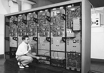 """Начало эры компьютерной графики. Первый диплей для компьютера """"Вихрь"""""""
