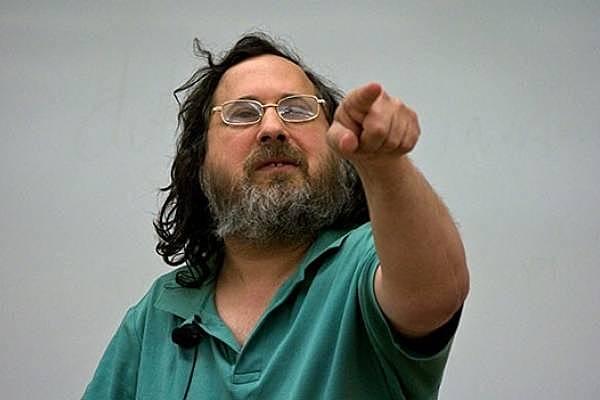 Richard Stallman crea el proyecto GNU