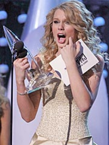 Taylor Swift attended the Country Music Association Awards