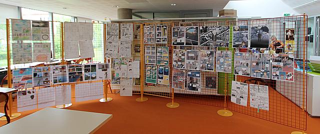 Exposition au CDI du lycée des planches de BD des élèves de seconde