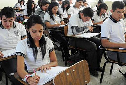 Allan Dávila Inicia su Última Etapa de Colegio, Bachillerato.