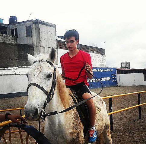 Asistencia a la Escuela militar de equitación