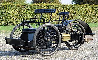 1985: primer automóvil con neumáticos