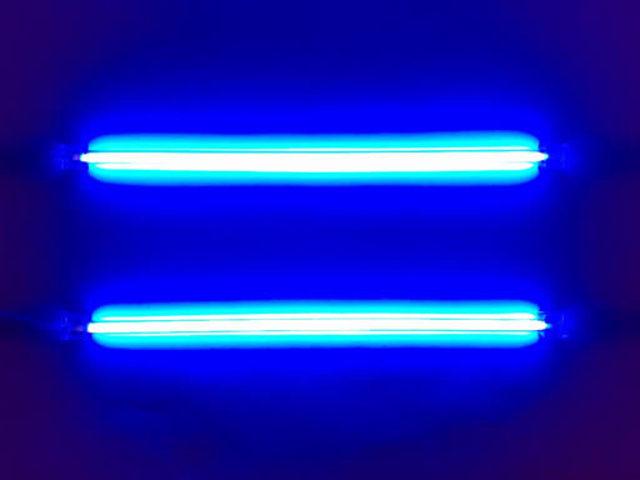 Francis Hauksbee invents the neon light