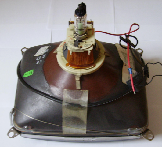 Karl Braun desarrolla el tubo de rayos de cátodos.
