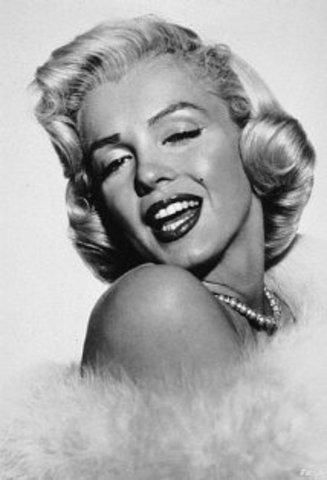Marilyn Monroe ( Gentlemen Prefer Blondes)
