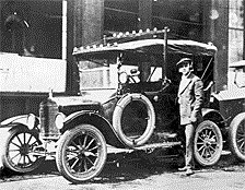 Primer sistema de radio comunicación, montando  móviles Ford T patrulleros