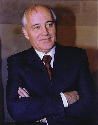 Mikhaïl Gorbatxov arriba al poder