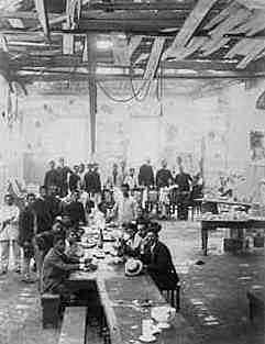 1893 - Oficiais da marinha iniciaram a Revolta Armada / No Rio G. do Sul há a Revolta Federalista