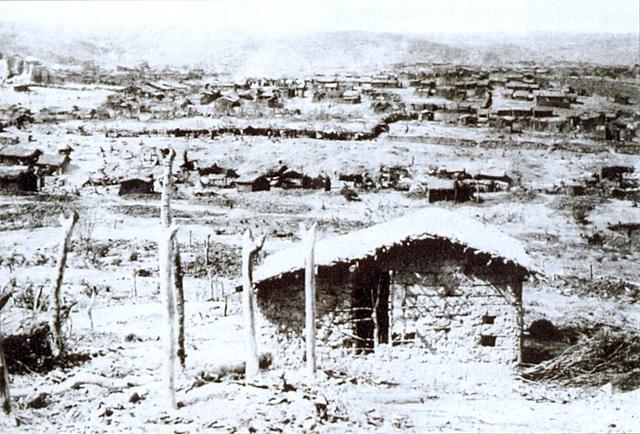 1897 - Massacre de Canudo, em PE