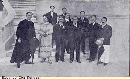 1906 - Em uma tentativa de revalorir o café, governadores de SP, MG e RJ  criam o convênio de Taubaté/ Presidente: Afonso Pena