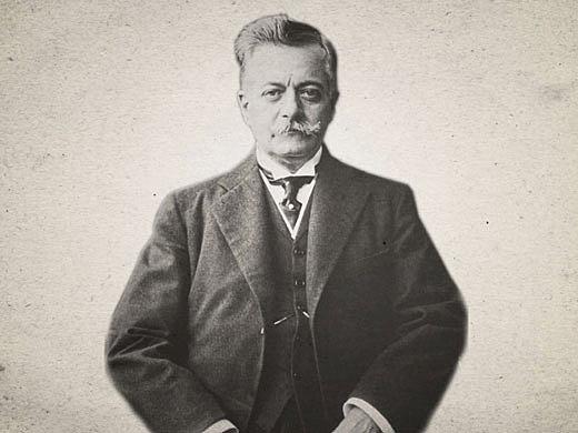 Epitácio da Silva torna-se presidente da República