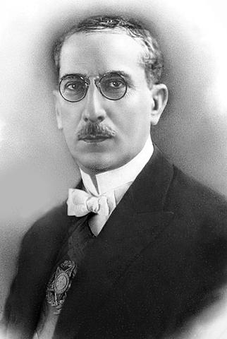 Arthur Bernardes assume a presidência da República