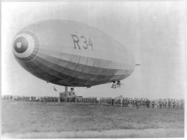 Brtitish dirigible flies  to Long Island, NY