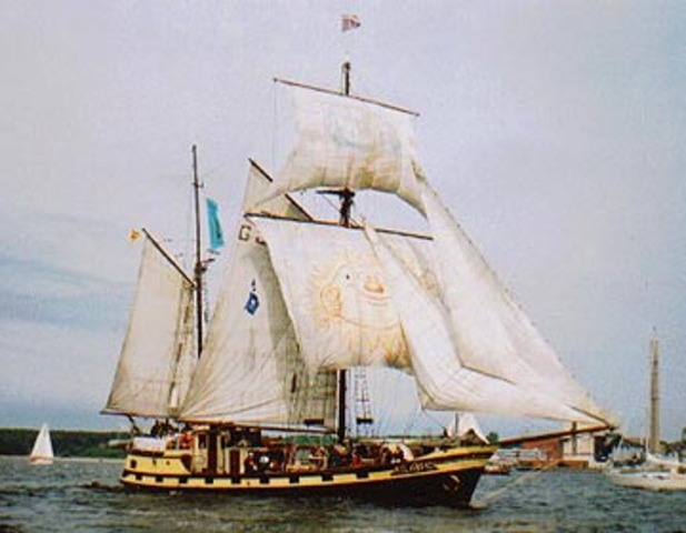 Communication between ships begins
