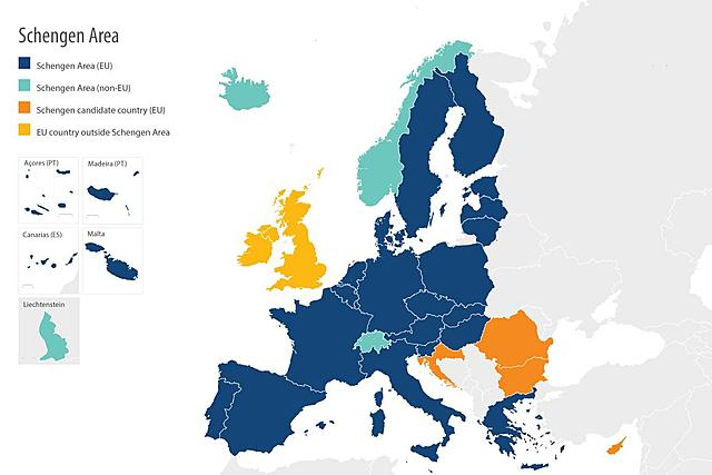 Italy joins the Schengen Treaty