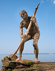 Escultura Hombre Cazando (Paleolítico)