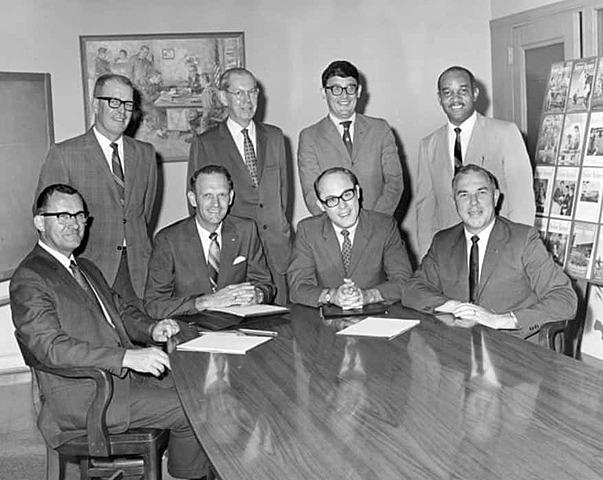 The National FFA Alumni Association is established.