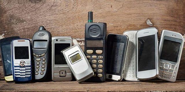 2002 - Comercialización de telefonía móvil.