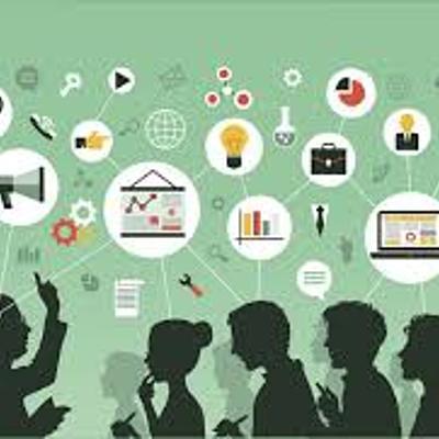 Artefatos tecnológicos e sua relação com a evolução da prática educativa timeline