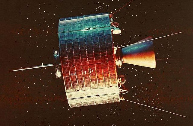 Primera comunicación por satélite