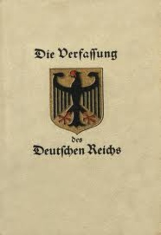 Aprobación de la Constitución de Weimar