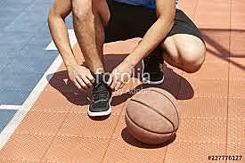 Mientras Mi mamá y hermano nos estaban lavando la ropa mi papá y hermano menor se vistieron para ir a la cancha y jugar basketball