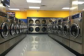 Mi mamá y mi hermano os fueron a lavar la ropa y regresaron a las 8