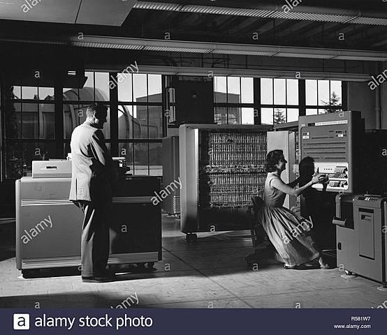 MAQUINA IBM 704