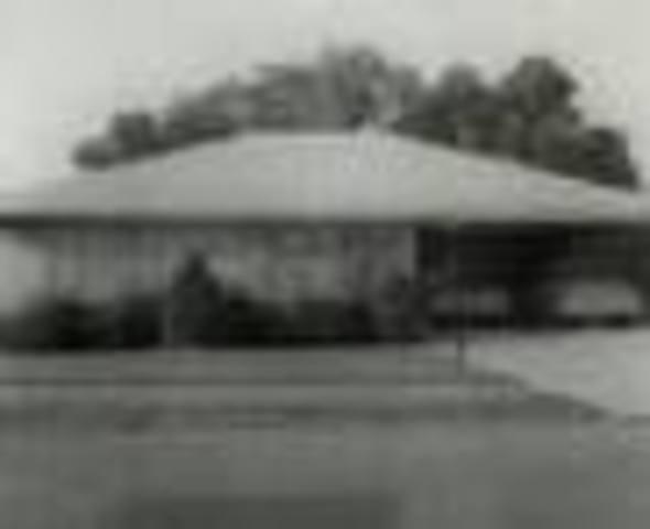 melba turned the ccorner near the Bateses home.