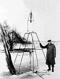 Robert Goddard launches 1st successful liquid fuel rocket