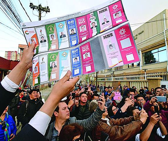 Hallan maletas y papeletas marcadas en La Paz y Potosí