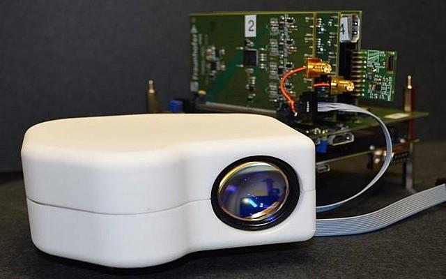 Escáner portátil para identificación segura de personas por su retina