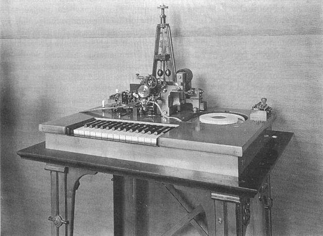 Telégrafo de Schilling. Ancestro del telefono.