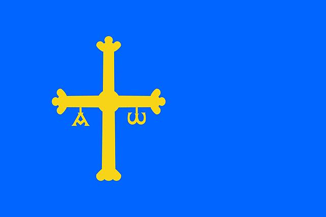 Nace en Lugo de Llanera, Asturias