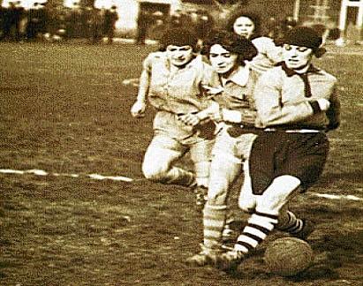 Primer partido de fútbol femenino