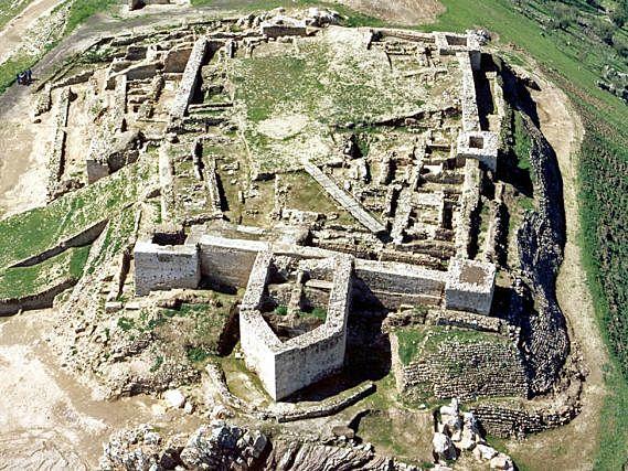 Batalla de Alarcos. Alfanso VIII de Castilla es derrotado por los almohades.