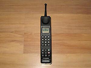 Primer Teléfono con Tecnología 2G