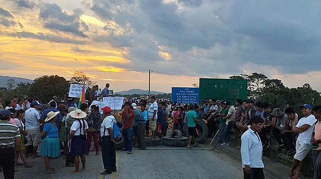 Campesinos inician cerco en apoyo a Evo y cívicos ratifican paro