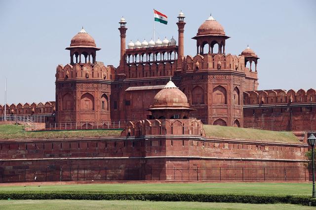 Mughals capture Delhi
