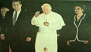 El Papa Juan Pablo II visita El Salvador'
