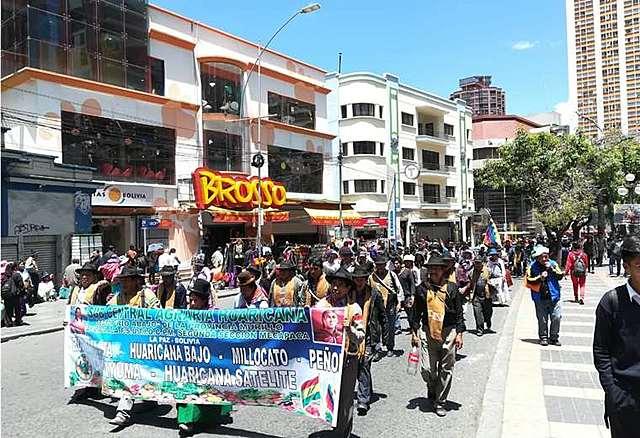 Organizaciones afines al MAS colapsan el centro paceño en apoyo al triunfo de Evo