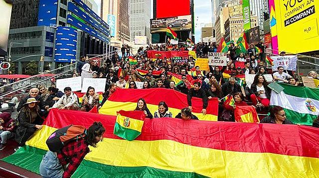 Bolivianos en 34 ciudades salieron a las calles para pedir democracia