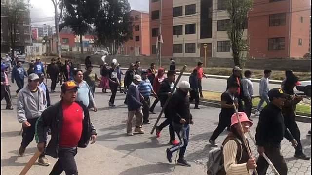 Denuncian ataques de choferes a vecinos en Irpavi y en el teleférico verde